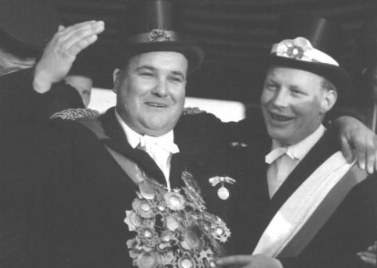 Der Bundesschützenkönig Heinrich Jütte mit seinem Adjutanten Heino Glaremin