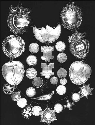 Die älteste Störmeder Königskette mit den Königsorden