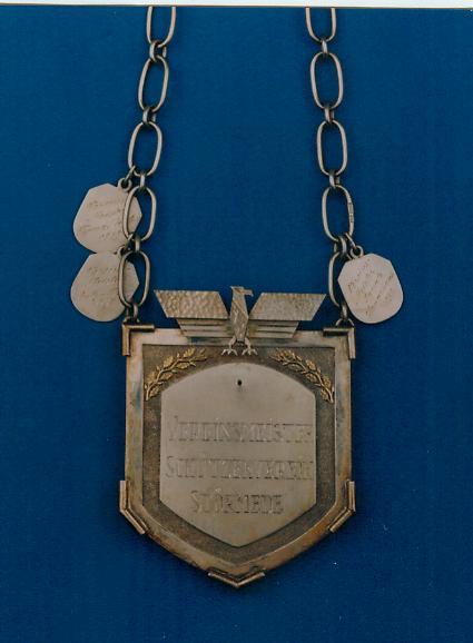 Die Schützenmeisterkette wurde von 1937-1939 im Schützenumzug getragen