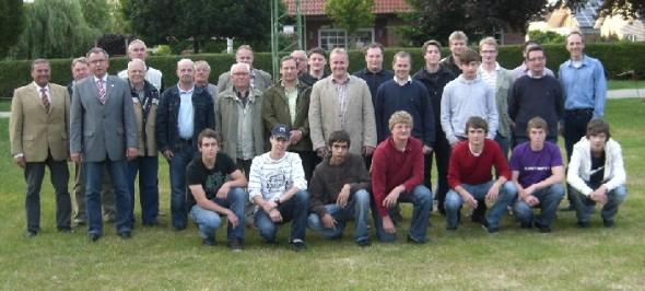 Gruppenfoto der neuen Offiziere mit den Jungschützen